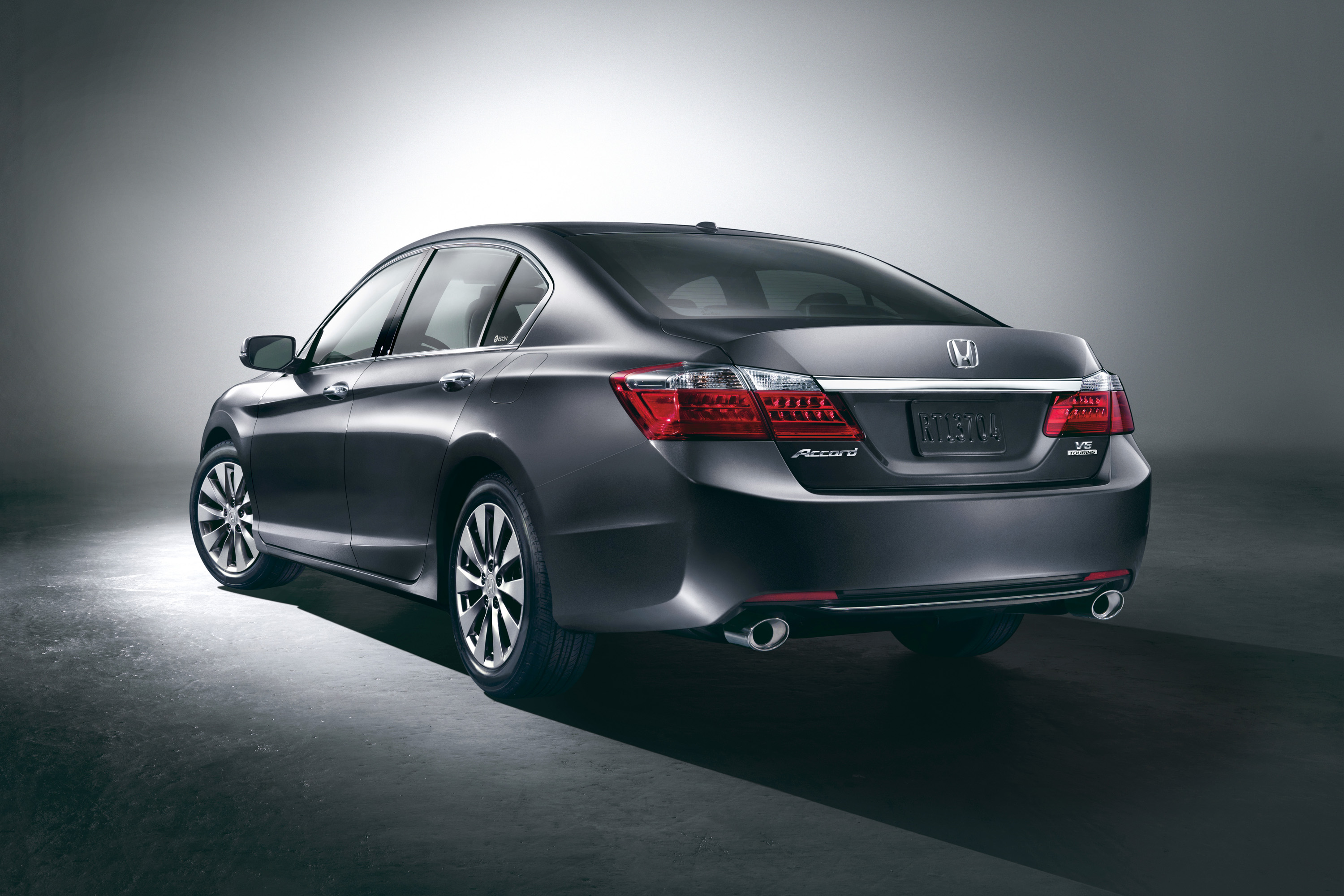 2013_Honda_Accord_Sedan_Touring_r34.jpg