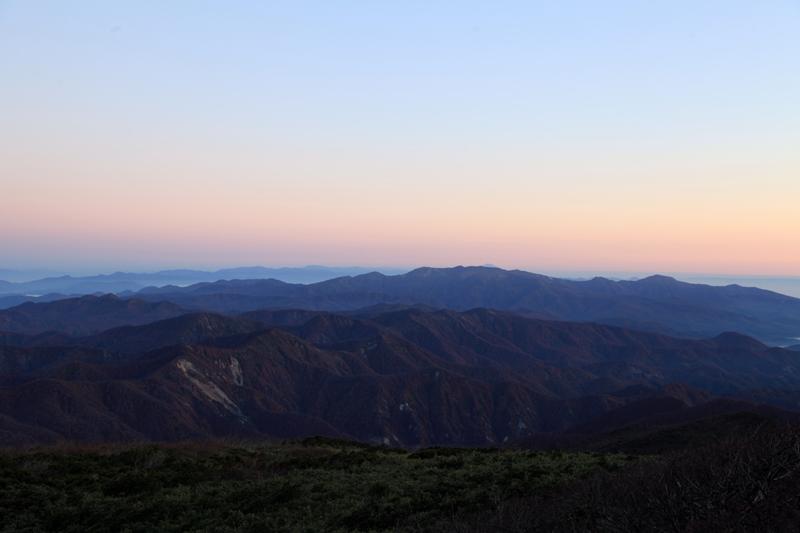 20151017_栗駒山山頂から見た焼石連峰