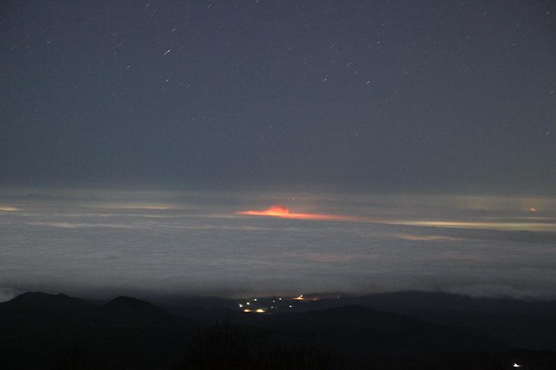 20151105_雲海に見えた赤い光