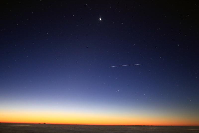 20151105_夜明け前の東天を通過するISS
