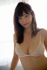 塩地美澄アナ巨乳ビキニ画像1