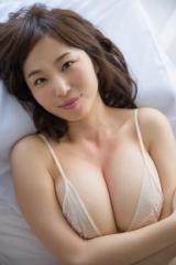 塩地美澄アナ巨乳ビキニ画像3