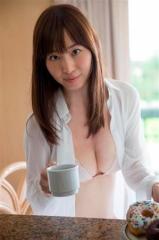 塩地美澄アナ巨乳ビキニ画像6