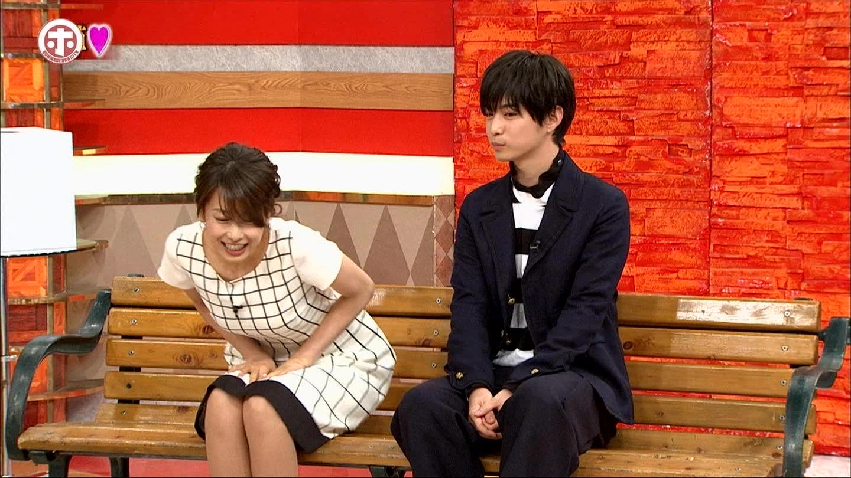 加藤綾子アナがパンツ丸見え寸前に☆☆ 太ももの付け根まで見えてしまうハプニングwwwwwwwwwwww☆☆(GIFムービーあり)