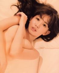 小嶋陽菜Tバックトップレス下着画像3