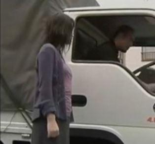 トラックをホテル代わりに不倫する淫欲人妻!ヘンリー塚本