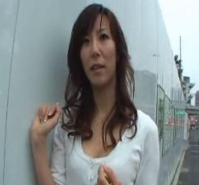 人妻ナンパ!スレンダー美熟女が巨根に突かれ絶叫!澤村レイコ