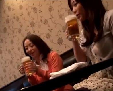 奥さまナンパ!ママ友二人組みを酔わせてラブホでハメ撮り成功