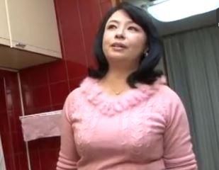 (ヒトヅマムービー)ドすけべ母さんムスコの朝立ちチ○コにむらむらする50代の性欲