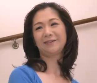 (ヒトヅマムービー)50代のTBACK熟母がウワキしている事を知ったムスコが取った行動www
