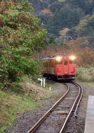151124餘部駅電車