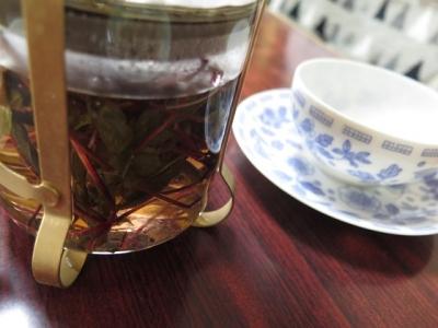 赤いローゼルの葉のお茶