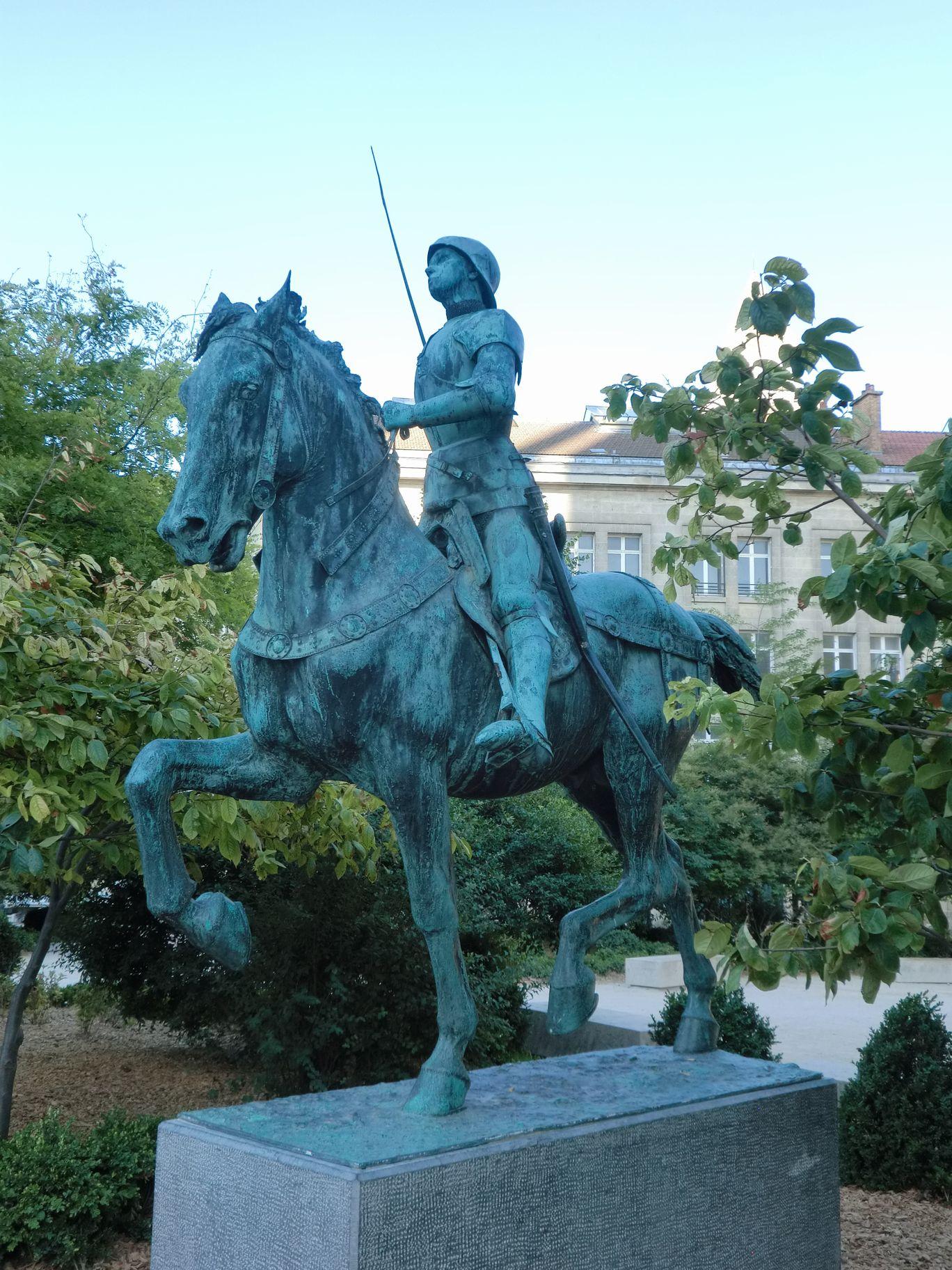 ランスのジャンヌ騎馬像