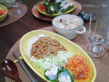 タイ風鶏肉バジルごはん2
