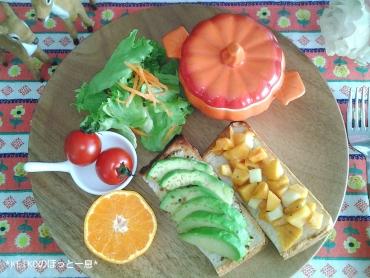 カボチャスープとアボカド&柿のオープンサンド2