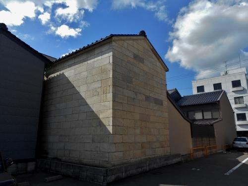 小松市内で見かけた石蔵