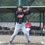 6回表、田中が二塁打を放つ