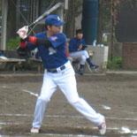 3回裏、金井が適時二塁打を放つ
