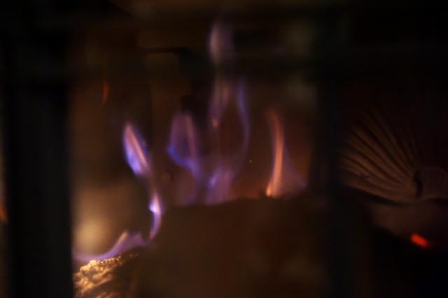 薪ストーブのオーロラ燃焼-01