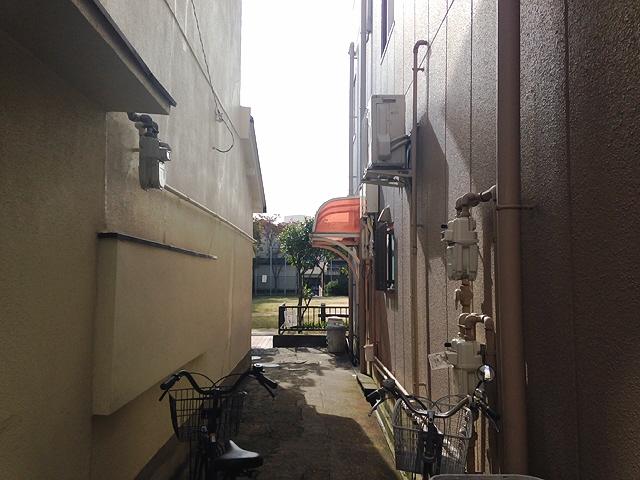 長田下町の公園横『珈琲にしじま』。。LAWSON100のカフェオレ^^ 珈琲好きなので。