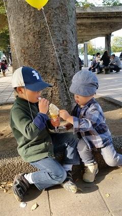 息子くんたちソフトクリームを食す