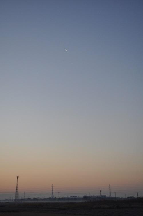 三日月と明けの明星
