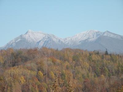 頂上が白くなった斜里岳