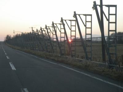 防風柵広げ冬の準備
