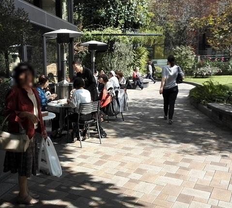 19 丸の内・オフィスビル街 オープンカフェ