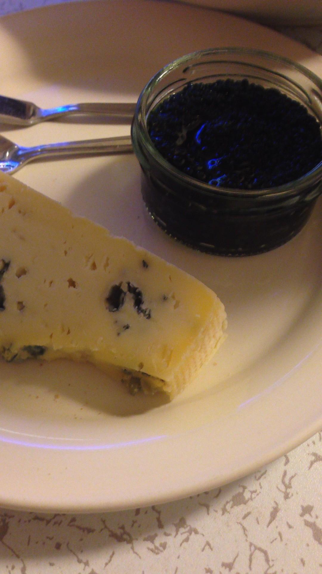 チーズとキャビア