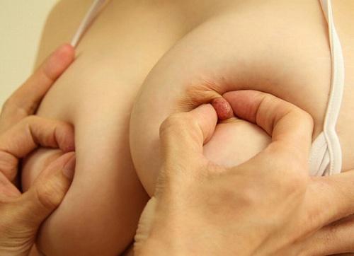 乳首コリコリおっぱい画像a32