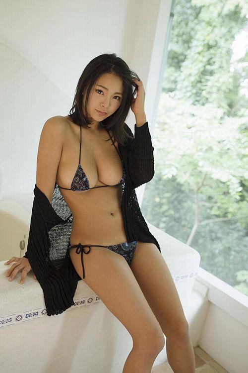南真菜果美巨乳おっぱい画像b09
