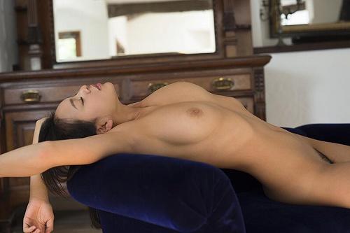 南真菜果美巨乳おっぱい画像b14