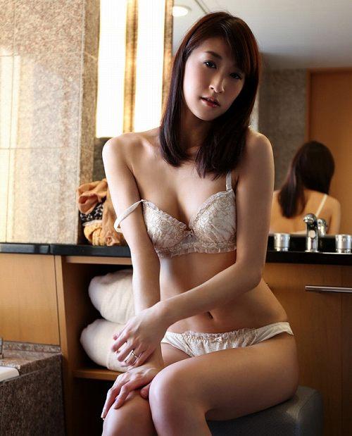 神波多一花美乳おっぱい画像b05