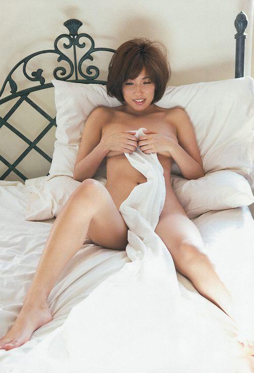 佐藤聖羅セミヌードおっぱい画像b04