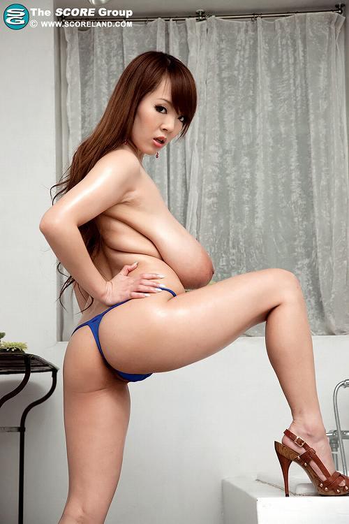 Hitomi(田中瞳)爆乳おっぱい画像b31