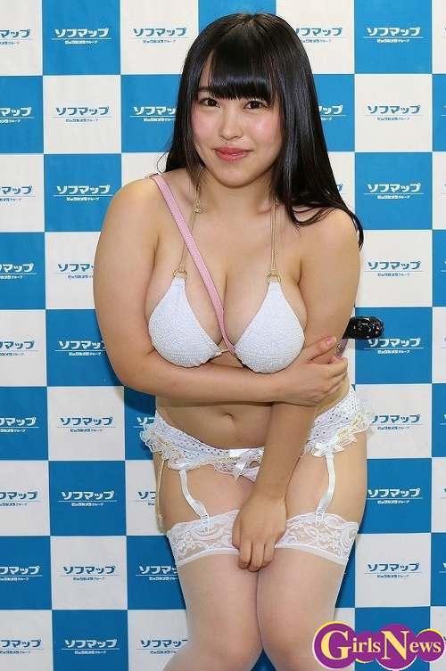 梅田あやグラビア画像b40