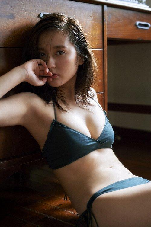 生田佳那おっぱい画像2a09