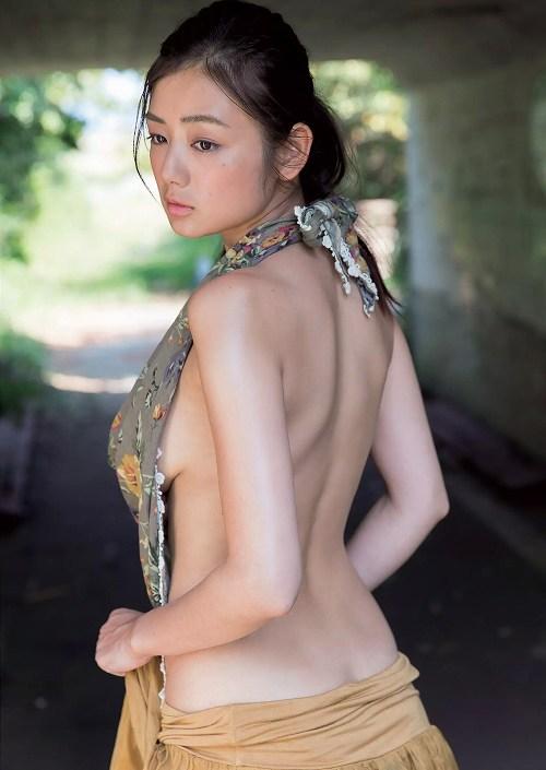 片山萌美グラビア画像b04