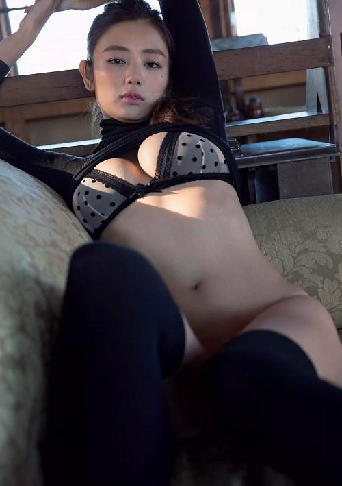 片山萌美グラビア画像b13
