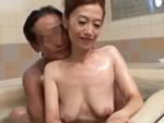 ダイスキ!人妻熟女動画 : 結婚23年目の五十路夫婦が仲良く一緒にお風呂に入ってエッチしちゃう!