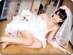 無料AVちゃんねる : 【無修正・成宮ルリ】ウェディングドレス姿でファン宅をアポなし訪問して新婚生活ごっこ♪