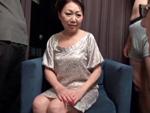 ダイスキ!人妻熟女動画 : 57歳の資産家未亡人がセフレ2人を従えてAV初撮り4Pにチャレンジ!