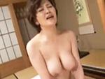 ダイスキ!人妻熟女動画 : ショートカットお母さんが巨乳振り乱して息子と激ピストンセックス!
