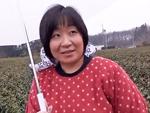 ダイスキ!人妻熟女動画 : 茶畑で農作業をやってる豊満四十路妻をアポ無し突撃して自宅でセックス!