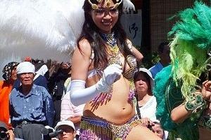 誰も踊りなんて見てねーwww日本のサンバカーニバルというエロ祭りwwwだらしない身体がたまんねーww