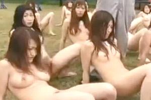 女を家畜として飼育するキチク施設を取材したら首輪と番号札の付けられた裸女だらけだった。。。
