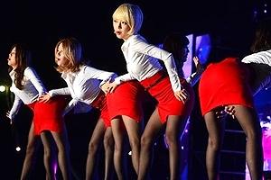 (AOA色っぽい写真)AOAの人気コスチューム『タイトスカート』のむっちり感とスリットがえろ過ぎるヌける