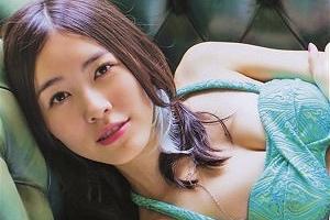 松井珠理奈 過激水着を付けるも乳が足りず