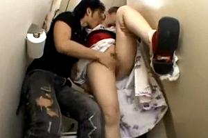 浴衣女子を公衆便所で犯す。「脚開けよ。わかってんだろ?あ?」